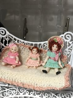 Hand Crochet, Crochet Hats, Antique Dolls, Crochet Clothes, Doll Clothes, Drink, Antiques, Handmade, Miniatures