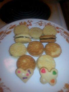 Vanilla sandwich cookies cream tastes exactly like Oreo filling!
