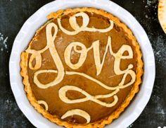 9 Beautiful Thanksgiving Pie Crust Designs