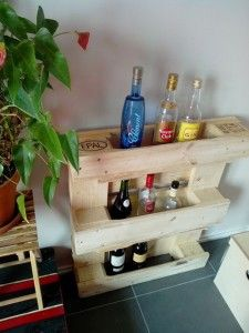 IMG 20130404 1159121 Small pallet bar in pallet furniture diy pallet ideas with Pallets DIY Bar Pallet Furniture Designs, Wood Pallet Furniture, Furniture Projects, Diy Furniture, Refinished Furniture, Furniture Vintage, Industrial Furniture, Vintage Industrial, Industrial Style