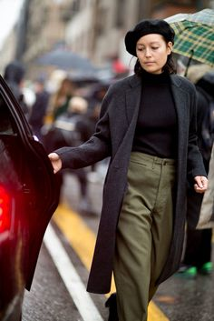 Pin for Later: The Best Street Style Looks From Milan Fashion Week Day 5 Rachael Wang Milan Fashion Week Street Style, Look Street Style, Model Street Style, Milan Fashion Weeks, Autumn Street Style, Cool Street Fashion, Paris Fashion, Street Styles, Beret Street Style