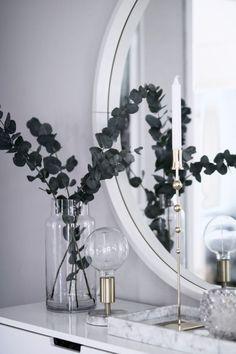 marble tray eucalyptus white and silver console table decor entryway ideas luxe entryway Decor Room, Home Decor Bedroom, Entryway Decor, Living Room Decor, Entryway Ideas, Apartment Entryway, Entryway Console, Interior Livingroom, Hallway Ideas