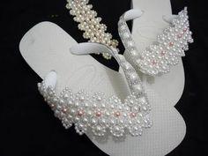 Havaiana decorada trama de renda francesa- decorated sandals frame pearls…