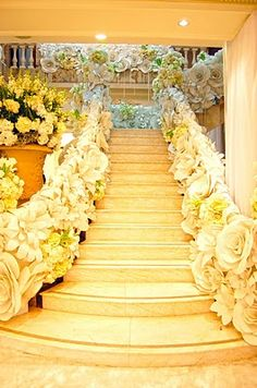 DIY wedding planner with diy wedding ideas and How To info including DIY wedding decor inspiration and tutorials. Everything a DIY bride needs to have a fabulous wedding on a budget! Giant Paper Flowers, Real Flowers, Diy Flowers, Wedding Flowers, Faux Flowers, Paper Flower Decor, Flower Decorations, Wedding Decorations, Decor Wedding
