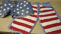 Make your own American Flag Shorts. The gals at Burns show you how. American Flag Shorts, Diy Fashion Projects, Diy Things, How To Make Diy, Done With You, Burns, Bermuda Shorts, Fashion Outfits, Crafty