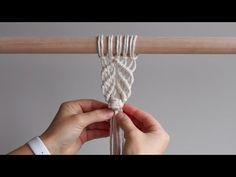 DIY Macrame Tutorial – Berry Knot Pattern – Picture World Macrame Wall Hanging Diy, Macrame Curtain, Macrame Art, Macrame Projects, Diy Craft Projects, Art Crafts, Micro Macramé, Macrame Design, Macrame Patterns