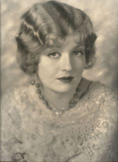 Silent Film Star: Doris Kenyon, pictures and video. Old Hollywood Actresses, Classic Actresses, Female Movie Stars, Classic Portraits, Silent Film Stars, Famous Photos, Chick Flicks, Before Us, Pretty People