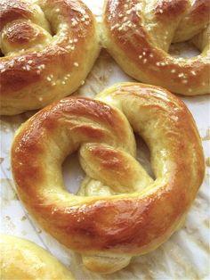 make your own hot buttered soft pretzels