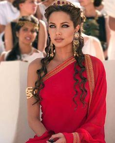 Angelina Jolie Fotos, Angelina Jolie Makeup, Angelina Jolie Style, Angelina Jolie Tattoos, Angelina Jolie Blonde, Hippie Style, Beauté Blonde, Belle Silhouette, Beautiful Female Celebrities