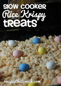 Looking for a fun treat for Easter? Check out these Holiday Slow Cooker Rice Krispy Treats. They are easy to make and are a fun recipe to make with kids! Slow Cooker Desserts, Crock Pot Desserts, Dessert Recipes, Dessert Ideas, Snack Recipes, Rice Krispy Treats Recipe, Rice Crispy Treats, Krispie Treats, Crock Pot Slow Cooker