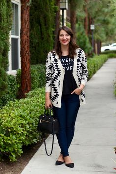 Black and White Aztec Print Oversized Open Cardigan + Graphic Tee + Skinny Jeans + Black Flats #outfit #fall