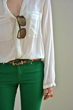 casual weekend outfit: green jeans and skinny leopard belt Look Fashion, Fashion Beauty, Womens Fashion, Fashion Trends, Fashion Ideas, Jeans Fashion, Green Fashion, High Fashion, Fashion Shoes