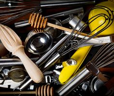 Clever tips to master the mess and prevent clutter. Good Housekeeping, Organising, Home Hacks, Household Tips, Kitchen Organization, Declutter, Cleaning, Storage, Ideas
