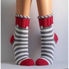Most current Totally Free Crochet socks women Ideas Wool socks handknit socks Women socks Cuddly socks – Knitting Blogs, Knitting For Beginners, Loom Knitting, Knitting Socks, Hand Knitting, Crochet Mug Cozy, Crochet Socks, Crochet Yarn, Baby Cardigan