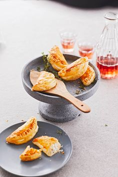 Blätterteigtaschen mit Ziegenkäse-Honig-Füllung