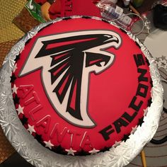 Atlanta Falcons cake all edible Football Cakes, Football Food, Atlanta Falcons Rise Up, Cake For Husband, Falcons Football, Cool Cake Designs, Sport Cakes, Football Birthday, Cake Flavors
