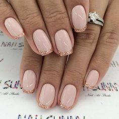 French nails create the visual effect of slender fingers. Now French nails have various color variations. Here we provide a variety of nails that are instantly elegant and make your hands look longer. Glitter French Manicure, French Manicure Designs, Pedicure Designs, Gold Nails, French Nails, Pink Nails, Nail Art Designs, French Pedicure, Gold Glitter