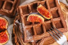 Kakaós gofri csokival és fügével: kényeztető, mégis egyszerű desszert