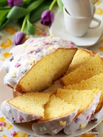 bardzo puszysta babka z dodatkiem majonezu i budyniu, aromatyzowana cytryną - wspaniałe ciasto na wielkanocny stół