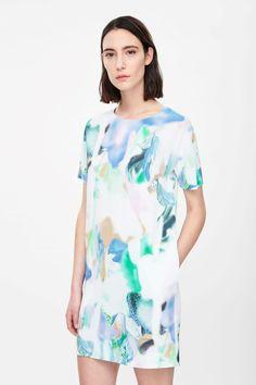 Round-shoulder dress