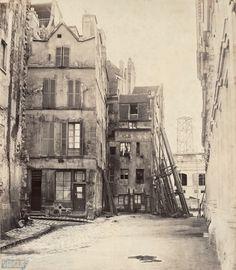 Medieval Paris Before Baron Haussmann's Transformation Old Paris, Vintage Paris, Paris Cafe, Paris Street, Old Pictures, Old Photos, Saint Chapelle, Ile Saint Louis, French History