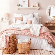 Pink Bedroom Ideas - Dusty Rose Bedroom Decor and Bedding I Love Dusty blush pink and white bedroom decor ideas - they're all GORGEOUS!Dusty blush pink and white bedroom decor ideas - they're all GORGEOUS! Dusty Pink Bedroom, Pink Bedroom Design, Rose Bedroom, White Bedroom Decor, Pink Room, Bedroom Colors, White Bedrooms, Bedroom Ideas Rose Gold, White And Pink Bedding