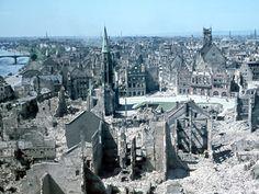 Blick vom Domturm auf den Römer und die westliche Altstadt, 1944 © ISG Frankfurt am Main, Foto: K. Röhrig