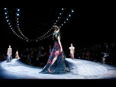 Eu baixei o vídeo Valentino   Spring Summer 2016 Full Fashion Show   Exclusive no baixavideos.com.br!
