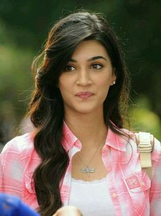 Kriti Sanon is an Indian beauty. South Indian Actress Hot, Indian Bollywood Actress, Bollywood Girls, Beautiful Bollywood Actress, Most Beautiful Indian Actress, Beautiful Actresses, Bollywood Heroine, Prettiest Actresses, Indian Celebrities
