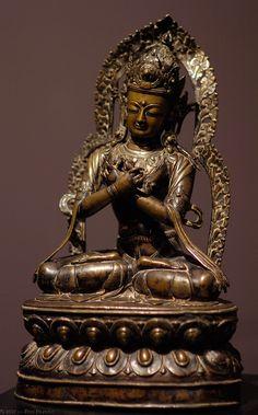 Bodhisattva Avalokiteshvara Nepal or Tibet, C - Buddha of Compassion Buddha Buddhism, Tibetan Buddhism, Buddhist Art, Tibetan Art, Chakra, Mystique, Guanyin, Ancient Artifacts, Sacred Art
