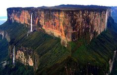 The Mind-Blowing Mt. Roraima, the triple border point of Venezuela, Brazil and Guyana