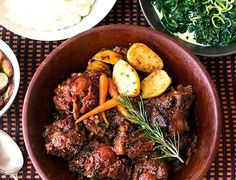 Recipe for deliciously tender Oxtail, made in a pressure cooker Ingredients kg oxtail 1 onion, finely chopped 1 cup of chopped leeks 1 cup chopped carrots 3 cloves of […] Oxtail Recipes, Beef Recipes, Cooking Recipes, Carrots And Potatoes, Roasted Sweet Potatoes, Pressure Cooker Recipes, Pressure Cooking, Delicious Dinner Recipes, Main Meals