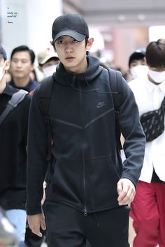 Baekhyun, Park Chanyeol Exo, Rapper, Music Genius, Airport Style, Airport Fashion, Tommy Boy, Kim Junmyeon, Chinese Boy