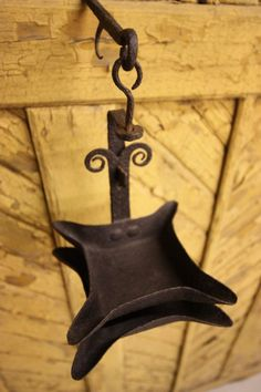 Natural Cleaning Recipes, Natural Cleaning Products, Primitive Lighting, Antique Lanterns, Blacksmithing Ideas, Cabin Lighting, Oil Light, Old Flame, Antique Iron