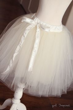 Every girl wants to take a spin in a tutu at least once in their life. Learn how to make a tutu for twirling or lifting the skirt of a fancy dress. No Sew Tutu, Diy Tutu, Tulle Tutu, Tulle Dress, Dress Up, Tulle Skirts, Tulle Poms, Pom Poms, Dress Skirt