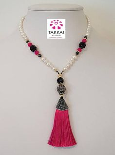Trendy Necklace. Tassel Necklace. Pearls Necklace. Collar de Perlas y Colgante de Borla.