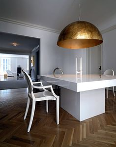 I am really smitten with theoversized hammered pendant abovethis sleek and sexy white lacquered dining table.