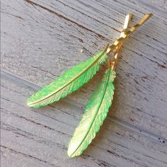 Set of 2 Gorgeous Patina Boho Feather Bobby Pins Green And Gold, Mint Green, Vintage Hairstyles, Green Colors, Hair Clips, Bobby Pins, Feather, Shabby Chic, Hair Accessories