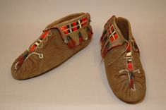 Moccasins (pair of) made of leather (!!), skin (smoked), quills (porcupine), hair, beads, brass. Image taken during GRASAC project, 2007.