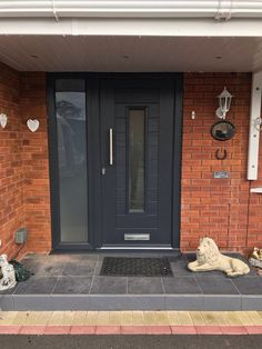 Inspirational schemes that we completely love! Upvc Front Door, Front Porch Makeover, Modern Windows Exterior, Grey Composite Front Door, Front Doors Uk, Room Door Design, Grey Front Doors, Front Porch Design, Front Door Steps