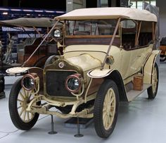 1911, Minerva X tourer, 26 HP, 4 cyl., 4084 cc The famous Belgian make from Antwerp. For this chassis, the French customer chose an open tourer, with bodywork by H. Dumas of Montpellier (Autoworld Brussels)