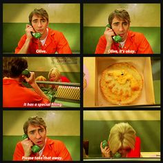 """I brought you a pie."" {gif} #pushingdaisies"