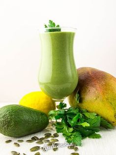 Weight Loss Smoothie Recipes For Your Healthy Diet Homemade Protein Shakes, Easy Protein Shakes, Protein Shake Recipes, Healthy Juice Recipes, Healthy Juices, Raw Food Recipes, Cooking Recipes, Smoothie Drinks, Fruit Smoothies