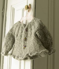 International Knitting Patterns — Knit the finest baby sweater Baby Patterns, Knitting Patterns Free, Knit Patterns, Knitting For Kids, Knitting Projects, Baby Knitting, Pull Bebe, Baby Barn, Knitted Baby Clothes