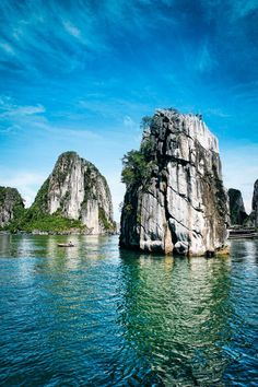 One of the most beautiful natural wonders of the world, Ha long bay brings to its visitors over 3000 limestone karsts, topped with lush green vegetation.