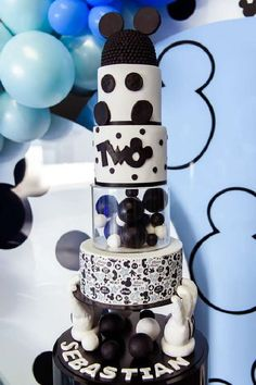 Don't miss this gorgeous Mickey Mouse birthday party! The birthday cake is amazing! See more party ideas and share yours at CatchMyParty.com Mickey Mouse Birthday Cake, Mickey Cakes, Mickey Mouse Parties, Mickey Party, Cinderella Party Favors, Cinderella Birthday, Disney Party Foods, Mickey Mouse Photos, Holiday Cakes