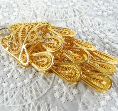 Vintage Statement Necklace HUGE Asian Koi by AVintageJewelryChest, $89.00 Lotus Jewelry, Gold Jewelry, Vintage Jewelry, Jewellery, Vintage Gifts, Vintage Shops, Vintage Items, Metal Chain, Mad Men