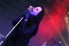 """Clint, Frontmann der Formation """"Das Scheit"""", lässt echtes Gothic-Feeling aufkommen. (Foto: Björn Othlinghaus). Am zweiten Konzerttag des """"Gothic Meets Rock""""-Festivals machte unter ander…"""