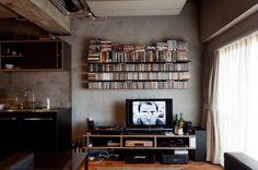 本、CD、レコード、DVDと沢山のものが壁面収納されているK様邸ですが、家の持つ力強さからか、雑多な印象が全くありません。 専門家:が手掛けた、リビング(風格漂う中野ブロードウェイで ワインを楽しむ 大人リノベーション)の詳細ページ。新築戸建、リフォーム、リノベーションの事例多数、SUVACO(スバコ)