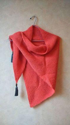 Dès que je suis arrivée à tricoter régulièrement du point endroit et du point envers, je . How To Start Knitting, Easy Knitting, Knitting For Beginners, Loom Knitting, Knitting Patterns, Scarf Patterns, Knitting Ideas, Scarf Tutorial, Knitted Shawls